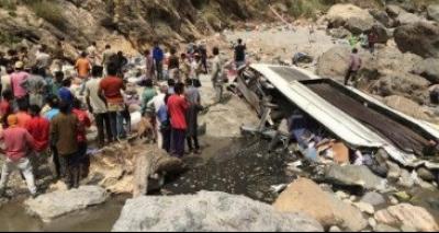 Caminhão derruba poste e mata 13 pessoas na Índia