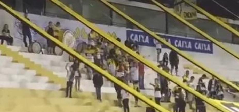 [Torcedores do Criciúma provocam Chapecoense com gritos de \'abastece o avião\'; vídeo ]