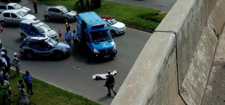 [Casal colide moto e mulher morre após cair de viaduto em São Cristóvão ]