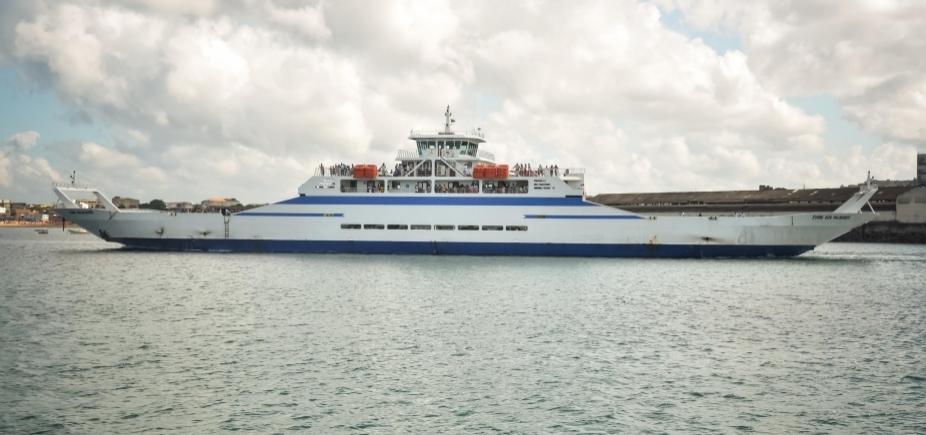 [Espera para embarque no ferry é de uma hora para pedestres e veículos]