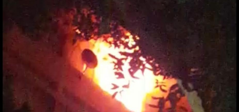 [Incêndio atinge prédio no Corredor da Vitória; veja vídeo]