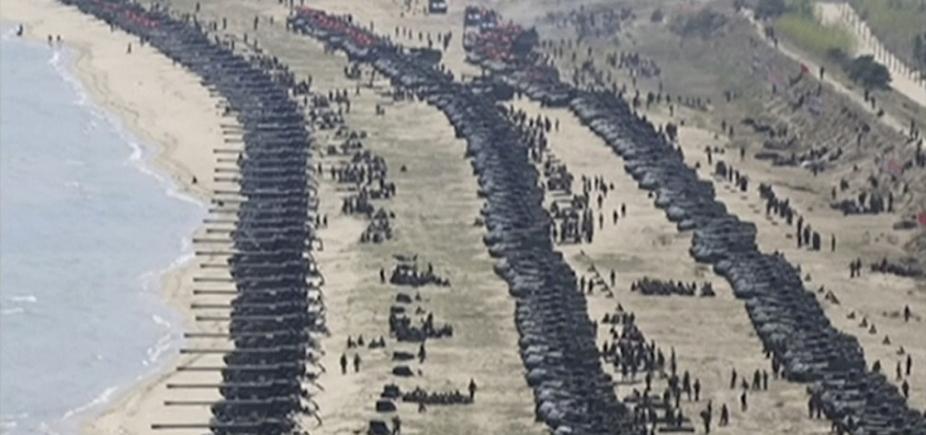 [ Exercício militar de artilharia com fogo real é realizado pela Coreia do Norte]