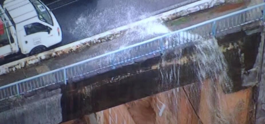 [Rompimento de tubulação em viaduto deixa seis localidades sem água em Salvador ]