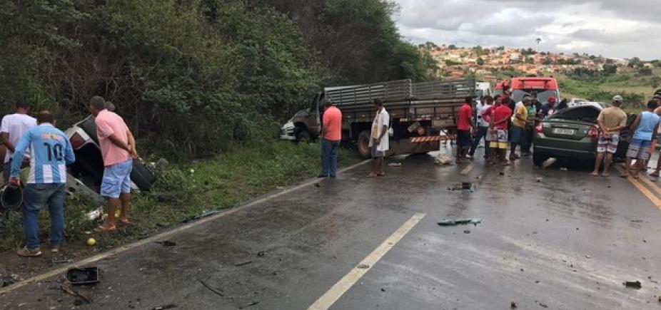[Acidente entre quatro veículos mata três pessoas na BR-101 em Sapeaçu]