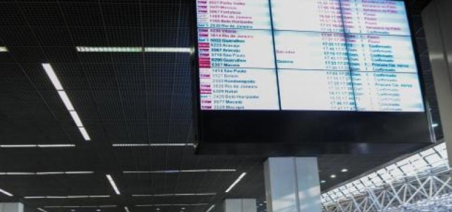 [Brasília: aeroporto tem vias liberadas e terminal opera normalmente ]