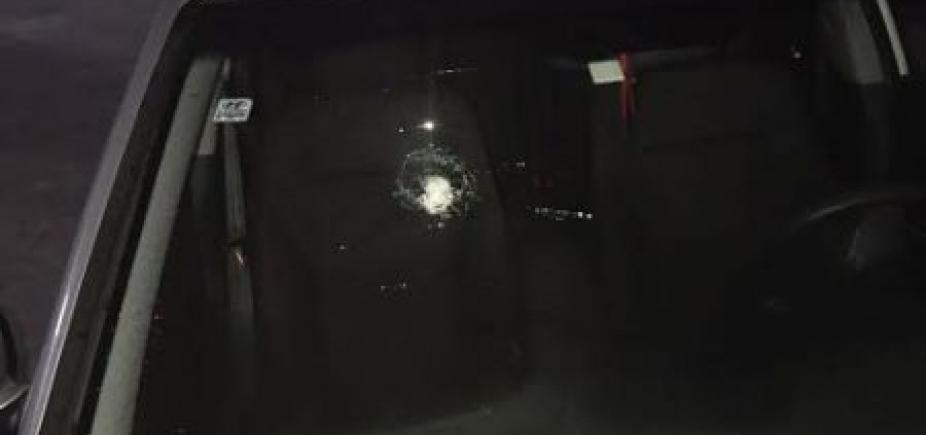 [Carro de jogador do Vitória é atingido por tiro na região do Barradão ]