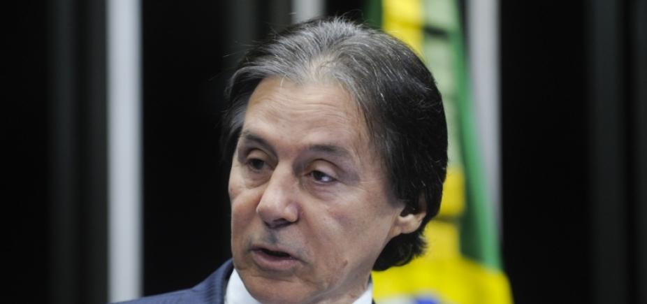 [ Presidente do Senado recebe alta de hospital em Brasília ]