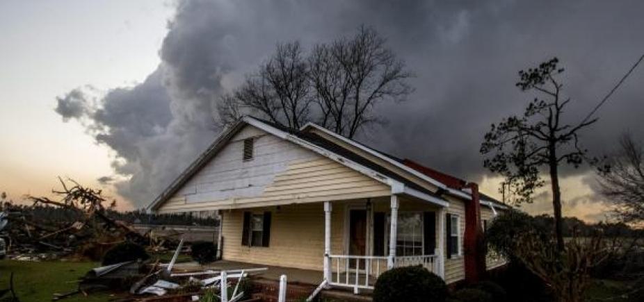 [Tornados no Texas matam cinco pessoas e deixam cinco feridas]