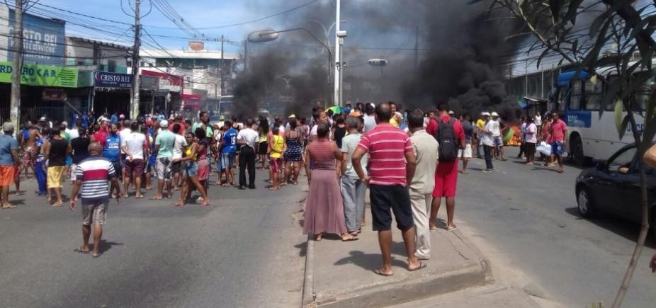[Manifestantes bloqueiam via e trânsito fica complicado em São Cristóvão ]