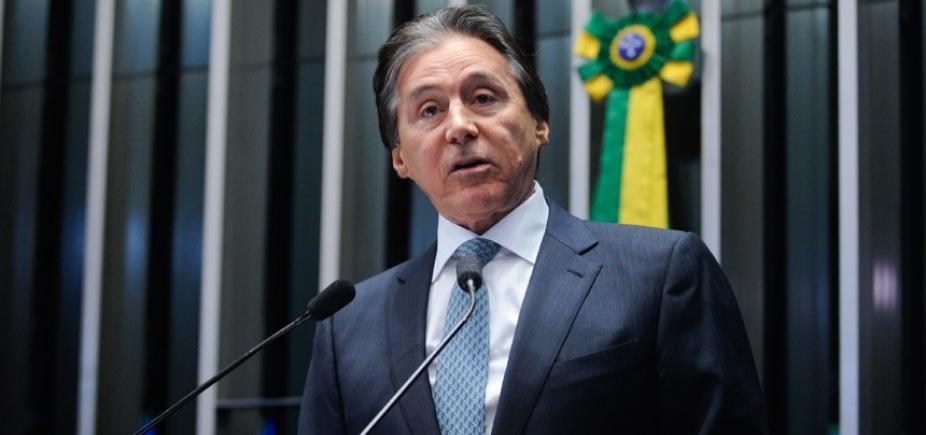 [Presidente do Senado continua internado em São Paulo ]