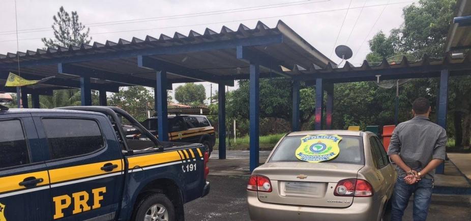 [PRF recupera carro roubado e prende foragido da Justiça em Alagoinhas]