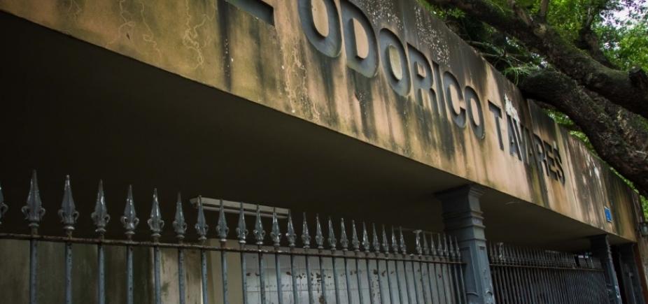 [Com ratos e áreas desabando, Colégio Odorico Tavares sofre com descaso da Secretaria de Educação]