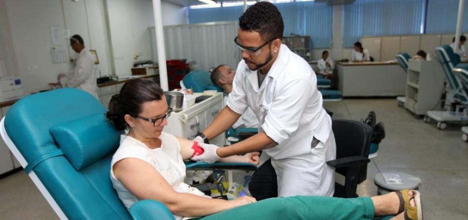 [Hemoba oferece vacina contra febre amarela aos candidatos à doação de sangue]