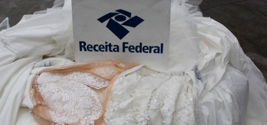 [Vestidos avaliados em R$ 48 mil são apreendidos no Aeroporto de Salvador]