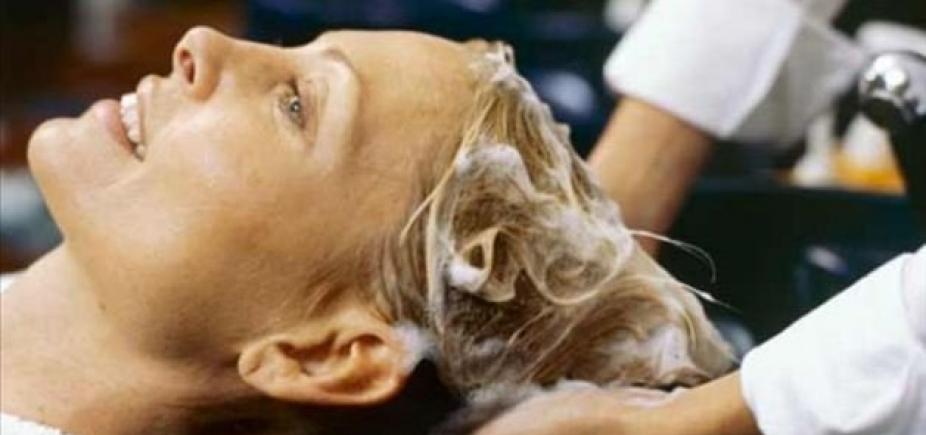 [Vigilância Sanitária proíbe comercialização e uso de produto para alisar cabelo]