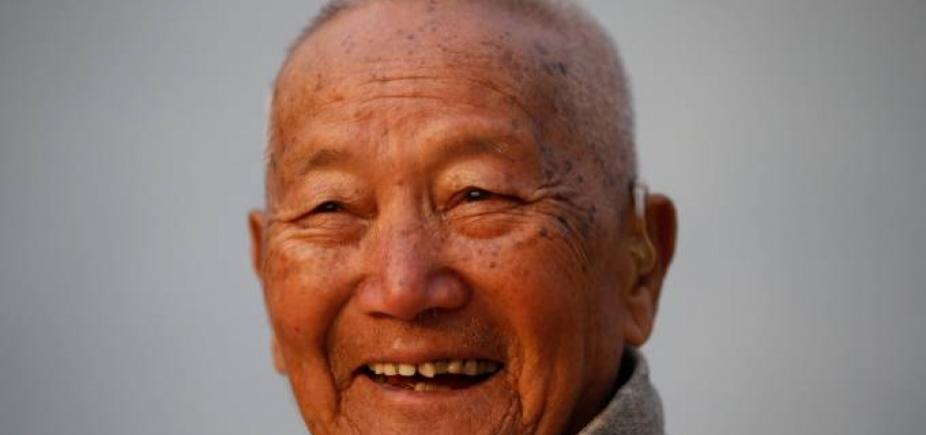 [Alpinista de 86 anos morre ao tentar bater recorde no Monte Everest]