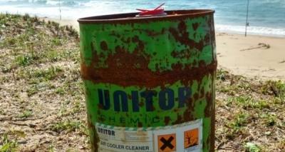 Recipiente usado para armazenar substância tóxica é achado em praia de Maraú