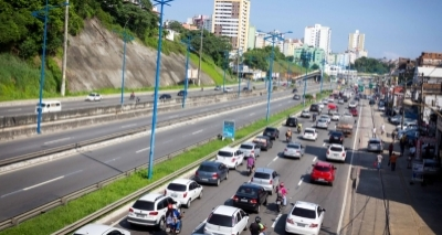 Embasa causa engarrafamentos na Via Expressa; intervenção terá mais 3 meses