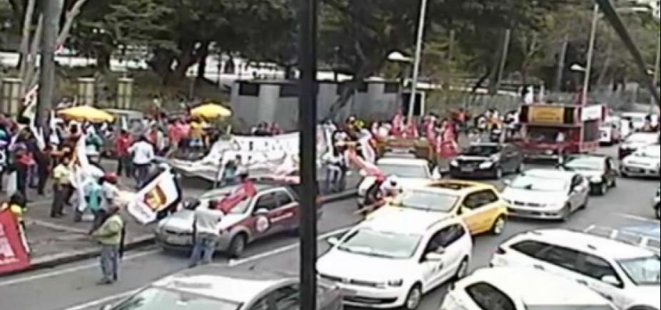 [Manifestantes saem em protesto contra Temer no Campo Grande]