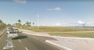 Homem é executado em pleno trânsito na orla da Boca do Rio
