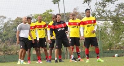 Mesmo com contrato com a Topper, Vitória treina com uniformes da Puma