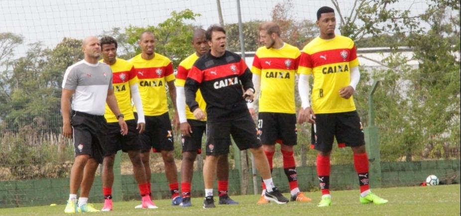 [Mesmo com contrato com a Topper, Vitória treina com uniformes da Puma]