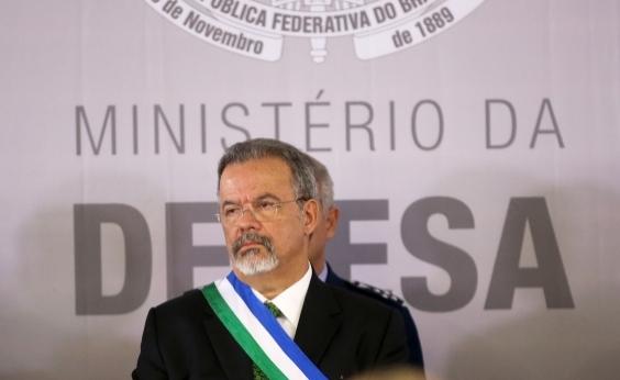 Presidente não vai aceitar baderna, diz ministro da Defesa em pronunciamento