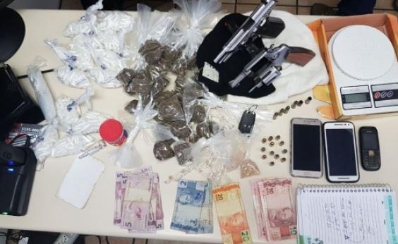 Ação policial deixa dois mortos e apreende drogas e armas em Pau da Lima