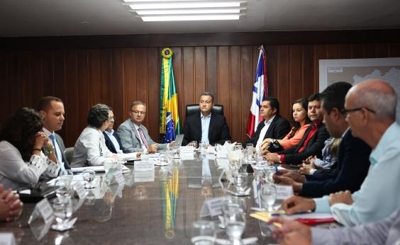 Governador se reúne com prefeitos para discutir policlínicas do interior