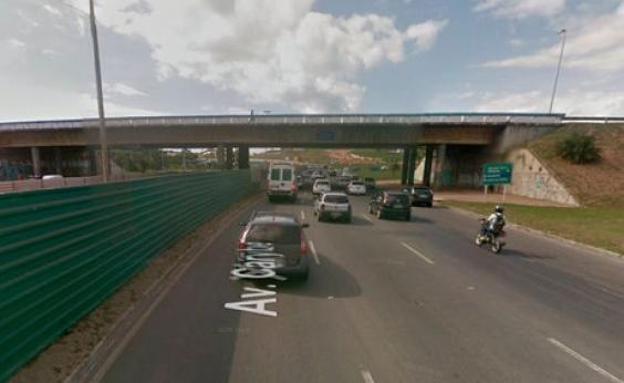 Acidente no viaduto Mário Andreazza deixa o trânsito congestionado na região