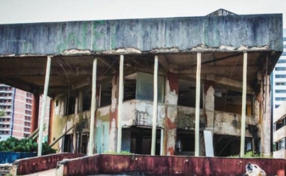 Metrópole cobrou: demolição de edifício abandonado começa em Armação