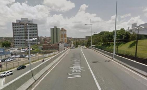 Trecho da Paralela será interditado para obras na passarela do Imbuí