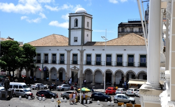Audiência na Câmara Municipal para debater Escola sem Partido é marcada por protestos