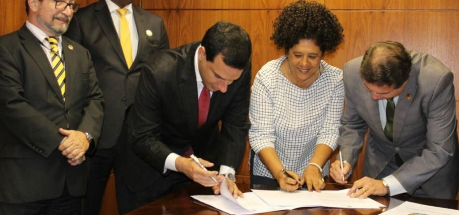 [Convênio que cria a Escola do Legislativo na Câmara de Salvador é assinado ]