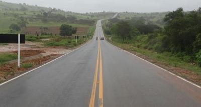 Rui Costa entrega estrada recuperada e autoriza obras em Banzaê
