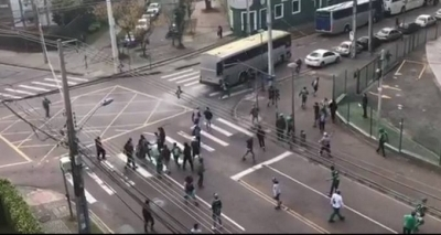 Torcedor é espancado em briga entre torcidas em Curitiba e é levado para hospital em estado grave