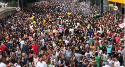 Parada LGBT lota ruas de São Paulo neste domingo