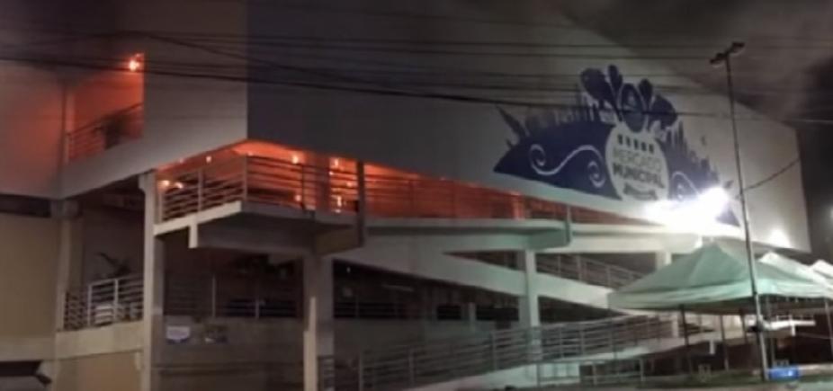 [Inaugurado no fim de 2015, Mercado de Cajazeiras é destruído por incêndio em Salvador ]