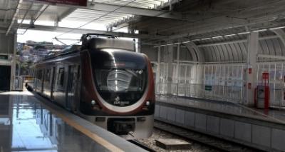Rui 'evita polêmica' com Neto e assume ônibus com ar-condicionado para o metrô