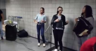 Solange Almeida dá palinha durante receptivo de forró no Aeroporto de Salvador