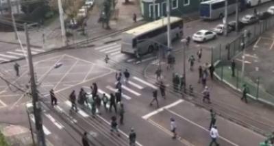 Suspeito de participar de agressões a torcedores em Curitiba se apresenta à polícia