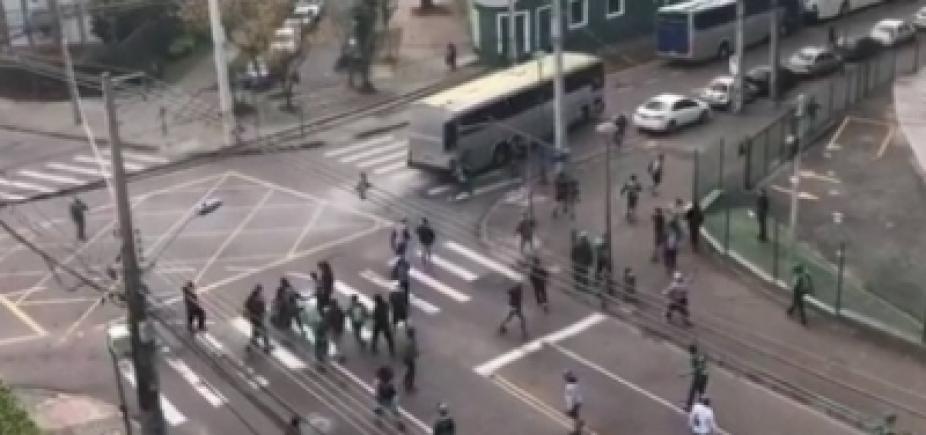[Suspeito de participar de agressões a torcedores em Curitiba se apresenta à polícia]