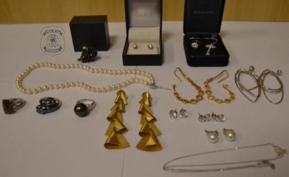 Polícia Federal apreende 15 joias na casa da irmã de Adriana Ancelmo