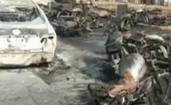 Caminhão-tanque explode e mata mais de 140 no Paquistão; vítimas tentavam pegar gasolina após acidente