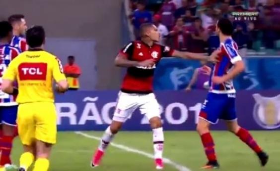 Pegou mal... Simulação de Lucas Fonseca contra o Flamengo repercute internacionalmente