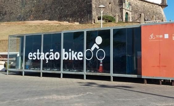 Moradores criticam poluição visual causada por bicicletário na Barra