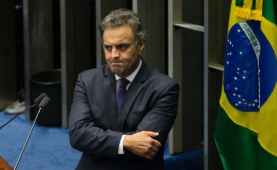 Senadores recorrem do arquivamento do pedido de cassação de Aécio