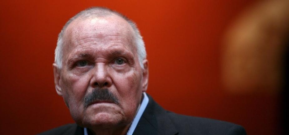 [Morre aos 83 anos, pintor e escultor mexicano José Luis Cuevas ]