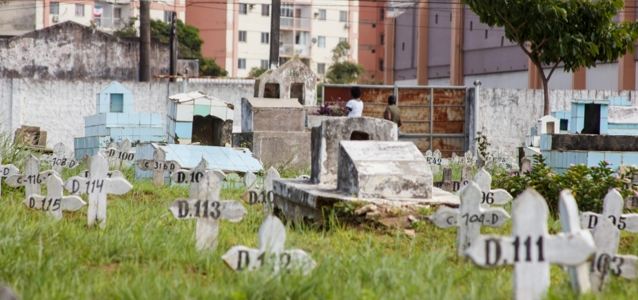 [Cemitérios municipais não comportam demanda; população espera até cinco dias por enterro]