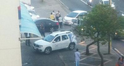 Assalto na Casas Bahia termina em tiroteio na Pituba; dois são baleados